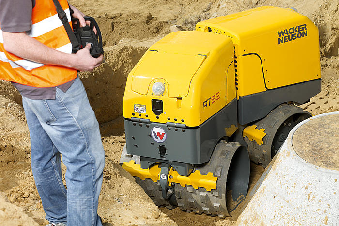 RT 82 vibratory trench roller in action
