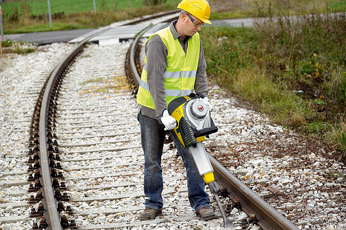 BH23 for professional use in track laying